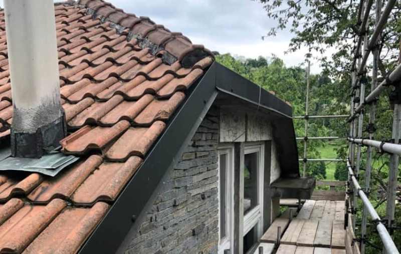 Tetto facciata casa campagna dopo ristrutturazione